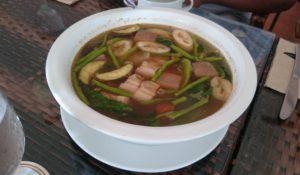 フィリピンの代表的な家庭料理シニガン(Sinigang)で一日のスタート!