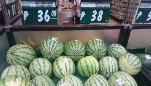 スイカは36~38ペソ(75~80円)/kg。安い!