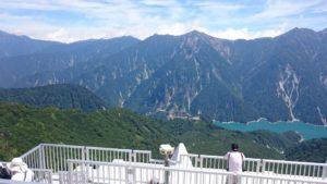 大観峰から見下ろす黒部湖と北アルプス