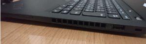 右側面の写真(USB Type-Aポートが1つとセキュリティキーホールが有ります。標準構成ではSmart Card Readerは付属しません)