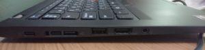 左側面の写真(左からUSB Type-Cポートが2つ、独自規格のイーサネット拡張ケーブル 2が1つ、Type-Aが1つ、HDMIポート、ヘッドセットのジャックが1つ の構成になっています))